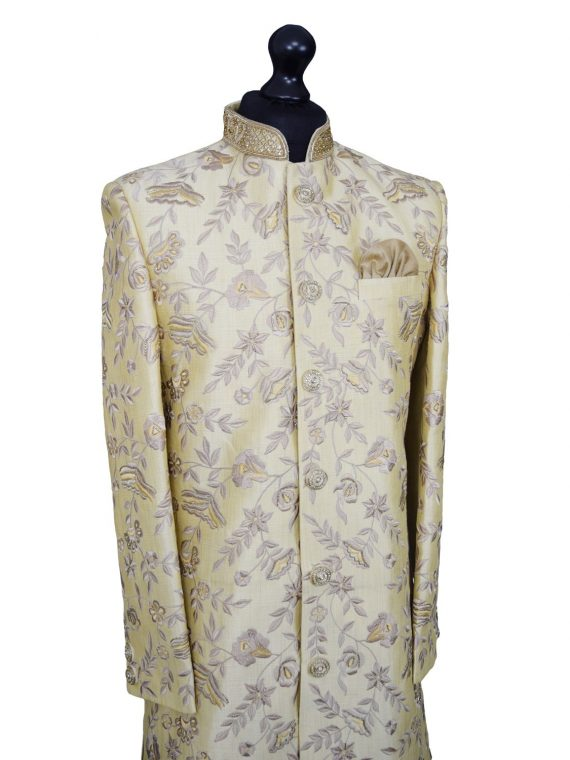 Luxurious embroidered beige sherwani. Size XL - GR12